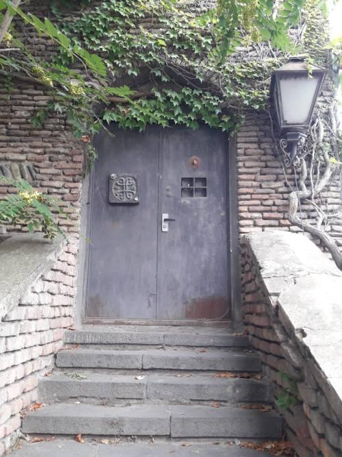 Старый город Тбилиси Загадочная дверь