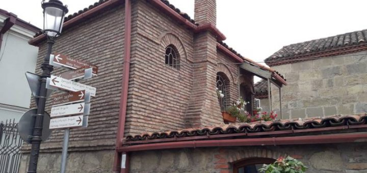 Старый город Тбилиси Необычное здание