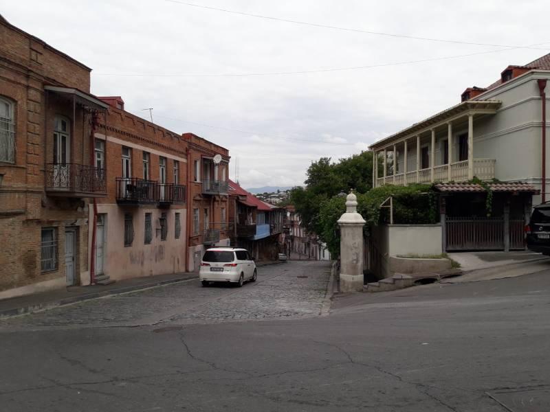 Старый город Тбилиси Улочка контраст архитектуры зданий