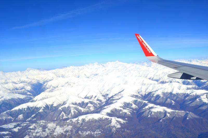 Вид на кавказские горы из самолета